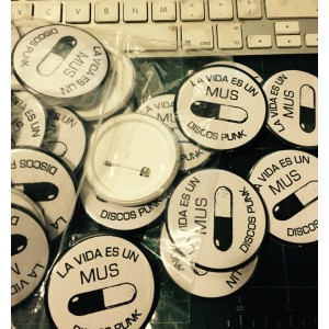 LA VIDA ES UN MUS 56MM BADGES